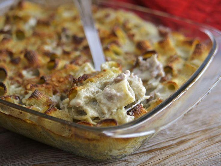 Pasta al forno crema di carciofi e salsiccia