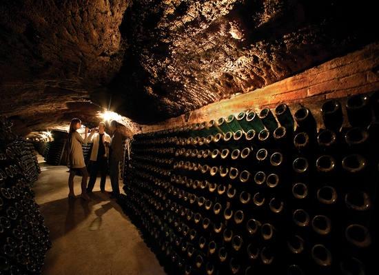 Gastronomia catalana: tast de vins a les Caves Codorniu de Sant Sadurní d'Anoia