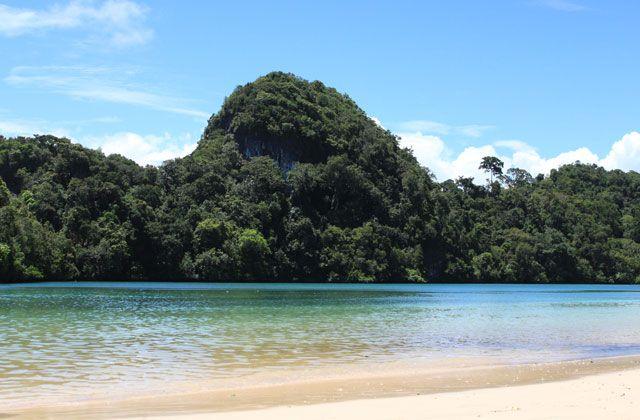 Pantai Sendang Biru merupakan pantai di malang yang merupakan akses utama menuju pulau sempu. keindahan lokasi ini sangat....