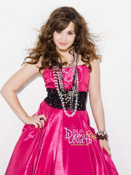 demi_lovato_photoshoot_by_angiemora-d5ft7vk.png (539×720)
