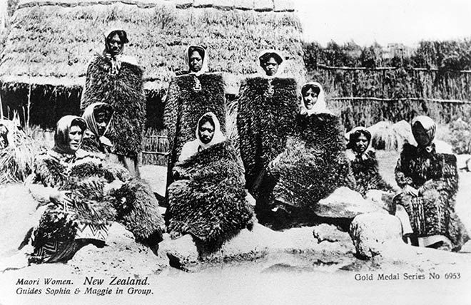 Feather cloaks – Kiwi – Te Ara