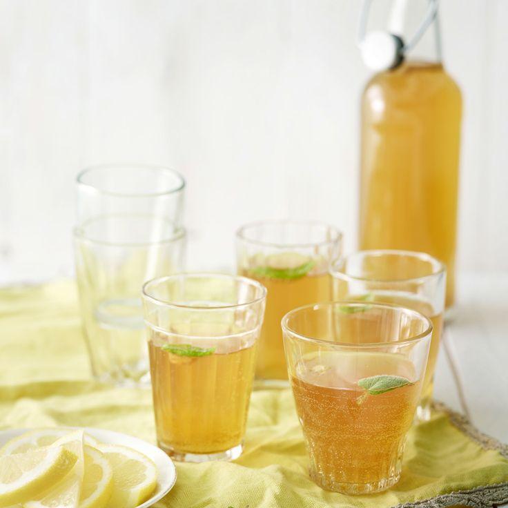 Pirteän raikas sitruuna-piparminttusima syntyy tällä reseptillä: http://www.dansukker.fi/fi/resepteja/sitruuna-piparminttusima.aspx Maista ja ihastu! #sima #piparminttu #vappu