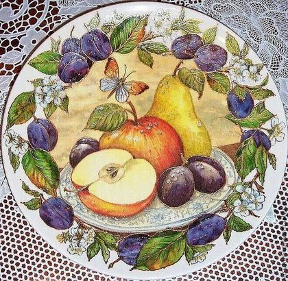 """Тарелки ручной работы. Ярмарка Мастеров - ручная работа. Купить Тарелка """" Сливы"""". Handmade. Подарок, фрукты, декоративная тарелка"""