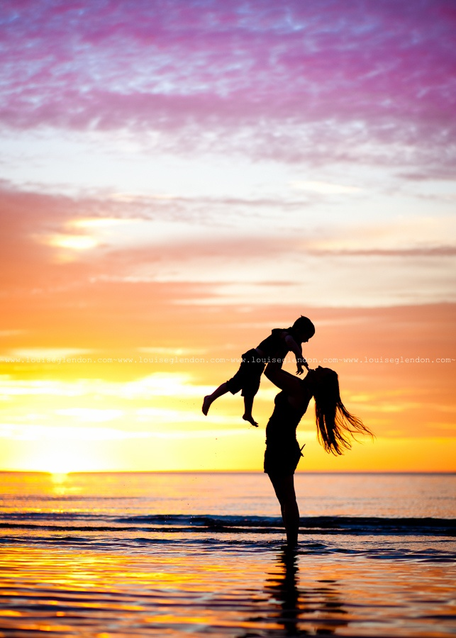 I want a photo of me and my little girl like this!! Beautiful!!