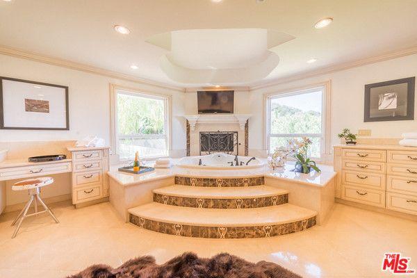 Stairway to Heaven - Explore Nick And Vanessa Minnillo Lachey's New $4 Million Home - (Master bathroom)