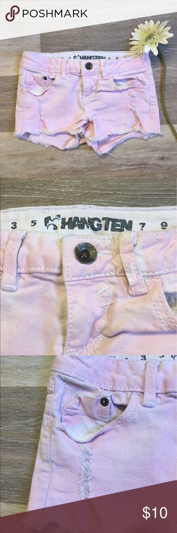 Light Pink Shorts🌸 SUPER cute light pink short shorts with small tears on both sides... small stain pictured in shot #5 but besides that they are in great condition! True to a size 0👌🏻 comment and offer always welcome! Hangten Shorts Jean Shorts