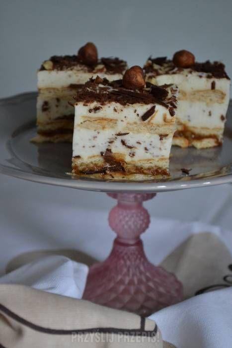 Kostka orzechowo-czekoladowa na herbatnikach