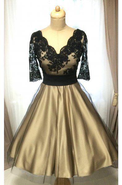 Společenské šaty LOREN s krajkovým živůtkem hlubší V výstřih zdobený krajkovou bordurou 3/4 krajkové rukávky materiál je pevný matný satén, tyl a krajka součástí šatů je černý saténový pásek kolová sukně dlouhá 65 cm