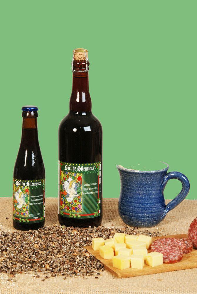 La Noël de Silenrieux / Bière spéciale brassée à l'occasion de la fête de Noël. Haute fermentation et refermentée en bouteille. Elle est composée de malt d'orge, de sucre candi, de houblon et d'épices. De couleur brune foncée, elle tire 9% vol alc et servie entre 8° et 10 °c.