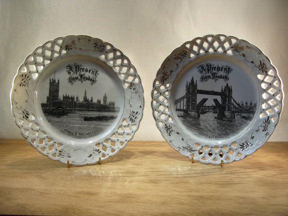 Assiettes de treillis porcelaine vintage des années 20 souvenirs de Londres avec les Houses of Parliament et le Tower Bridge