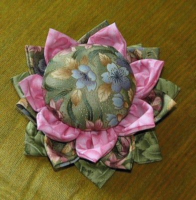 This is the cutest pin cushion I've ever seen!!! Just darling!