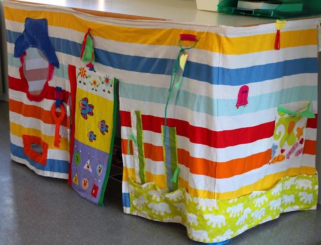 Faldas de mesa con forma de casita para los más pequeños.
