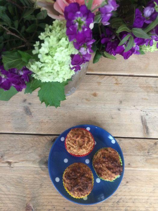 Vegan ontbijt muffins met appel. Suikervrij. Gemaakt met suikervrije appelmoes. De muffins kunnen snel gemaakt worden in de airfryer.