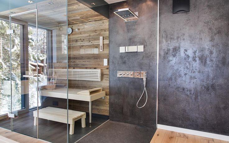 Luxus meets Alpenstil - grifflose Küche trifft auf rustikales Altholz | Immobilien ab 1 Mio Euro