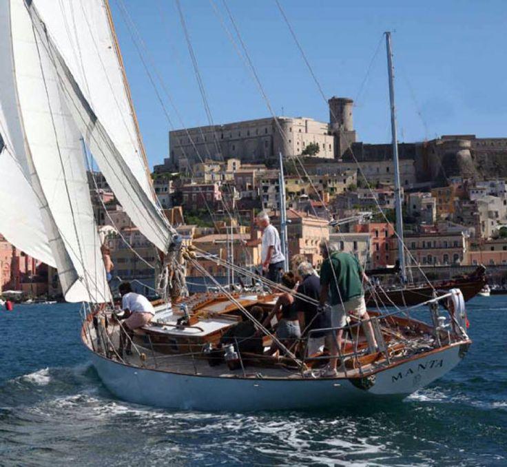Grandi Vele: lo spettacolo delle barche d′epoca nel Golfo di Gaeta