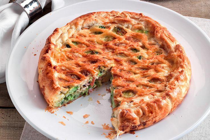 Torta salata con broccoli, guanciale e Camembert