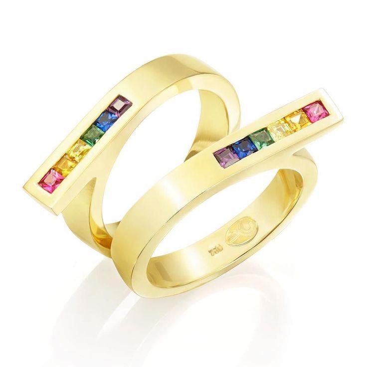 No dia mundial do orgulho LGBT nossa pequena homenagem à toda comunidade gay lésbica trans e bissexual é com as alianças Pride criadas para lembrar ao mundo que o que importa mesmo no começo e no fim de tudo é o amor. E nós da Joias Renata Rose nos orgulhamos muito de sermos escolhidos por tantos casais homoafetivos para realizar as suas alianças. Viva o amor!  #joiasrenatarose #joias #renatarose #joiasparaamar #aliançasrenatarose #alianças #aliançasperfeitas #aliançaspersonalizadas…
