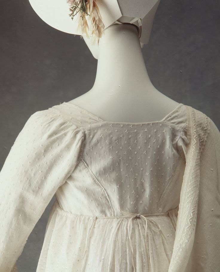 Empire line day dress of sprigged muslin - MAAS Collection