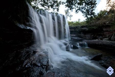 .La cascada Los Pianos, Caño Cristales, departamento del Meta, muestra en su base un fuerte proceso erosivo.