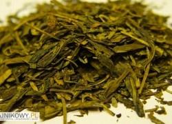 Zielona Herbata Lung Ching Smocze Źródło, Dragon's Well, Longjing, Smocza Studnia. Jest to jedna z najlepszych chińskich herbat zielonych, która długo zajmowała pierwsze miejsce na liście najlepszych herbat chińskich. Nazywana jest także królową zielonych herbat chińskich. Produkowana jest oryginalnie w okolicach wioski Longjing niedaleko miasta Hangzhou w prowincji Zhejiang.
