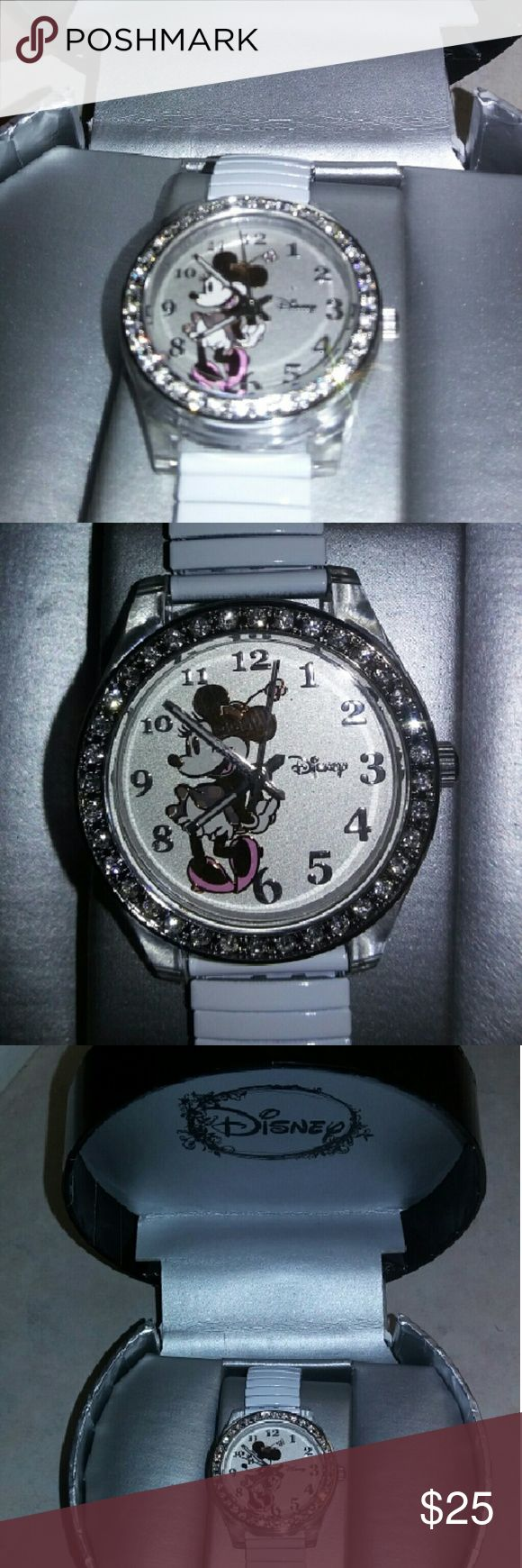 Minnie mouse watch New in box, never used Minnie mouse watch make me a offer I can't refuse, get Christmas gift for a Disney lover Disney Accessories Watches