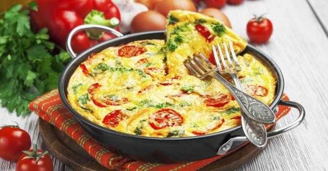 Recette de Omelette anti-capitons aux tomates et poivrons. Facile et rapide à réaliser, goûteuse et diététique. Ingrédients, préparation et recettes associées.