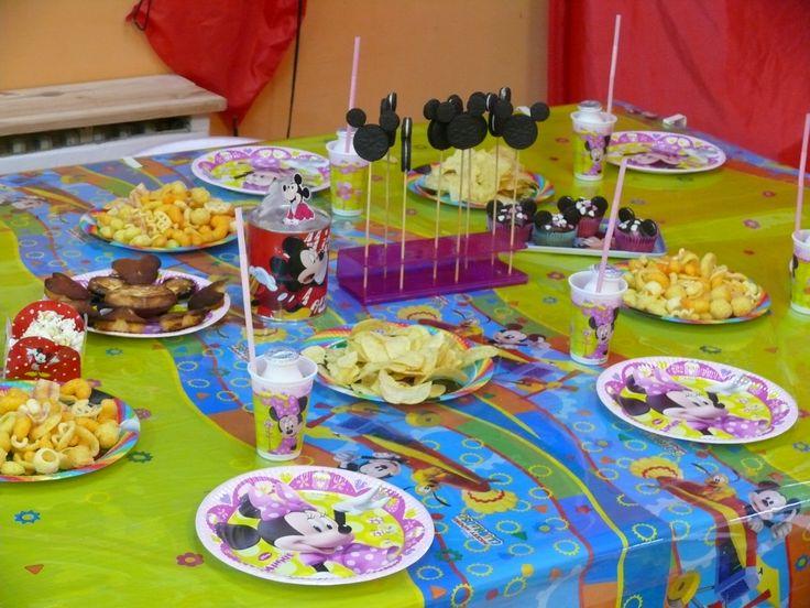Preciosa mesa de mickey y minnie