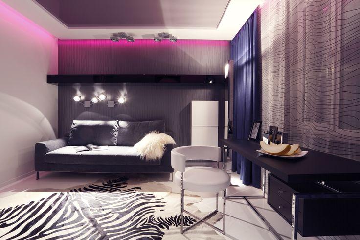 Biel, czerń i paski, a w roli głównej podświetlany sufit napinany / White, black and stripes and in the main role a backlit stretch ceiling