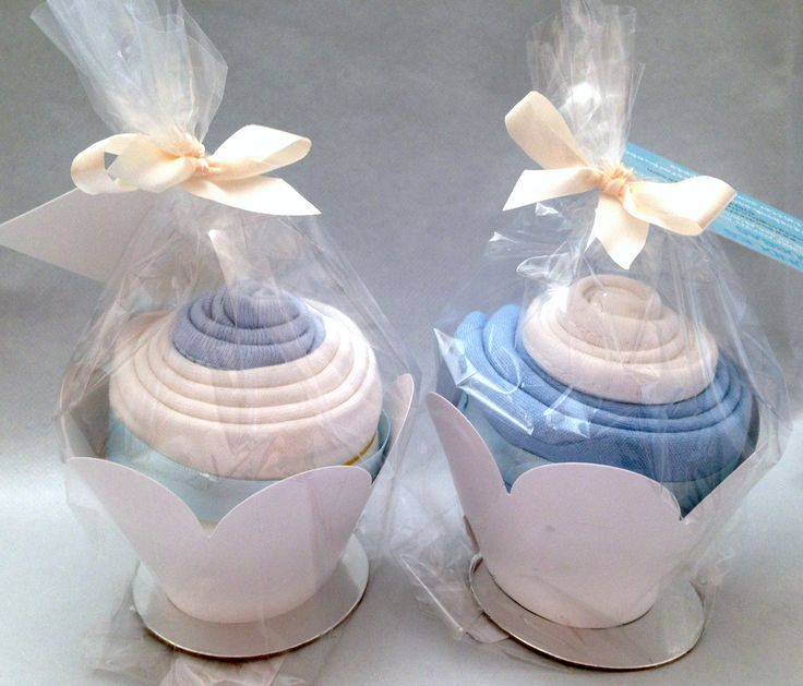 A beautiful collection of baby girl clothes rolled into cupcakes. This is a mini gift set for £5. A lovely baby gift to take to baby showers - UK only