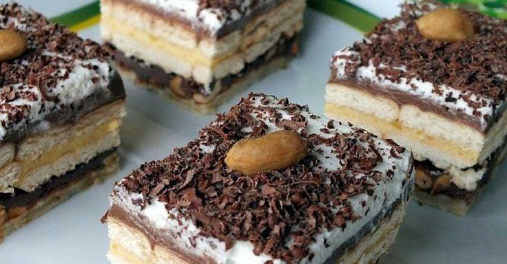 """Čokoládové řezy """"Kinder bueno"""" s vanilkovým krémem a smetanou"""
