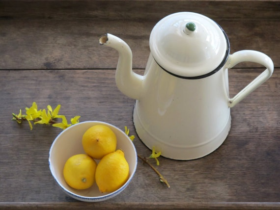 Coffee Pots, Vintage Lights, Lights Yellow, French Vintage, Enamelware Coffeepot, Coffe Pots, Shabby Chic White, Yellow Coffee, Coffeetea Pots
