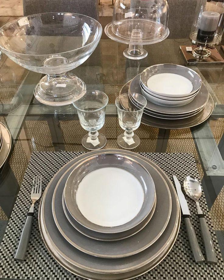 Las Navidades ya están aquí..✨ Detalles para estos días de celebración..Vajilla gris con filo de plata. También en blanco. www.casaycampo.com #casaycampo #menaje #detalles #navidad #dining #gris #regalo #homestyle #homedeco #interiordesign #noche #
