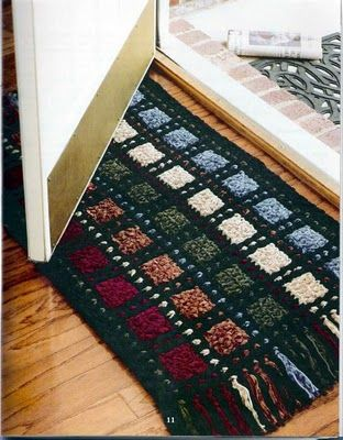 Crochet rug pattern - the web site is in a foreign language but the pictures are in English