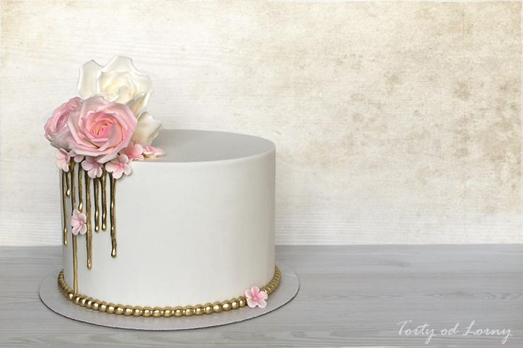 Small wedding cake by Lorna