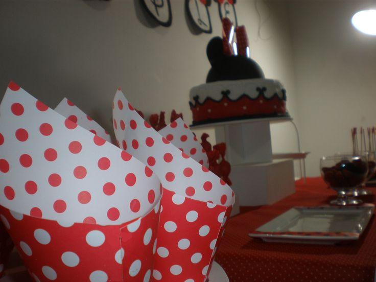 """otro invitado infaltable """"el pochoclo"""" Cumpeaños Minnie Mouse by Dulcinea de la fuente www.facebook.com/dulcinea.delafuente.5  https://www.facebook.com/media/set/?set=a.117305701748719.33441.100004078680330&type=1&l=b380a10ba8  #fiesta #golosinas  #cumpleaños #mesadulce #festejo #fuentedechocolate #agasajo#mesa dulce #candybar #sweet table  #tamatización #souvenir #minnie"""