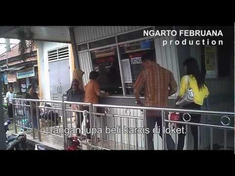 Tip Asyik Naik KRL Commuter Line Jabodetabek    Pastikan Anda memiliki karcis. Beli karcis di loket, yang ada di setiap stasiun. Antre di depan loket dengan teratur. Periksa tujuan yang tertera di karcis sesuai dengan tujuan Anda. Pastikan uang kembalian tidak kelebihan dan tidak juga kurang. Harga karcis Rp 9.000 untuk rute Bogor - Jakarta; Jakar...