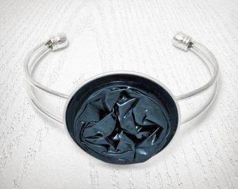 Pulsera de pizarra-gris oscuro - una joyería reciclada hecha a mano, de una cápsula de Nespresso de turquesa oscuro.