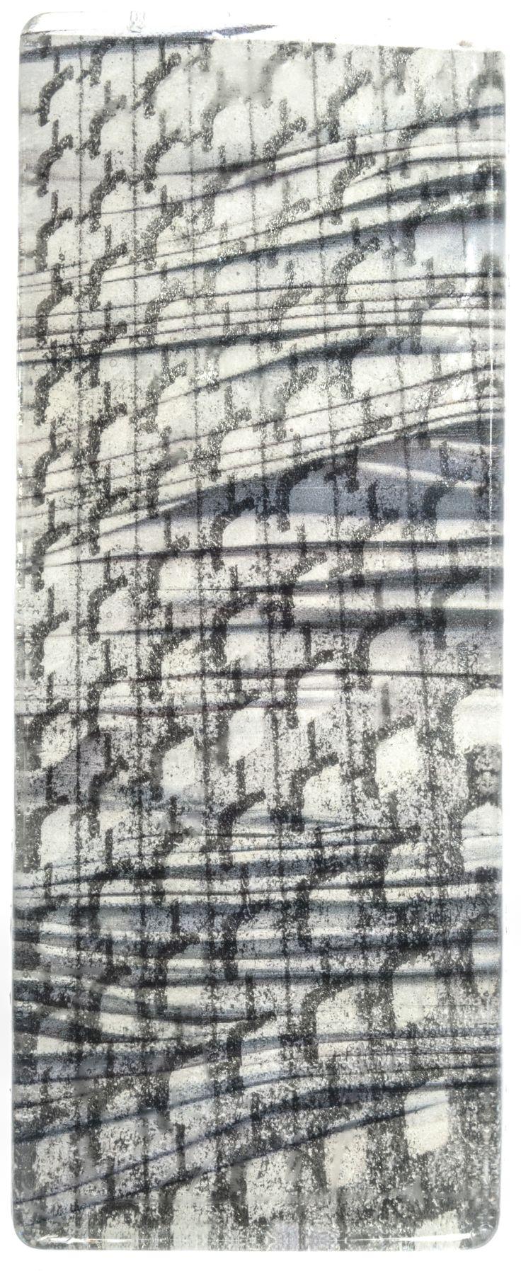Superposition   Résine, papier, rodoïd  Armelle Balahy, Mathilde Coin, 2014