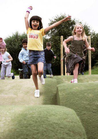 Bezpieczna nawierzchnia placów zabaw Childs Play® - PlacZabawy.eu