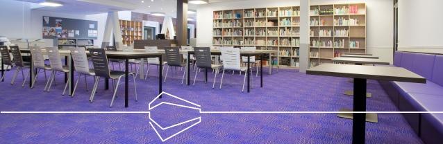 Een toekomstbestendig schoolgebouw biedt een aangename leefwereld, niet alleen voor kinderen maar voor alle gebruikers. En bij de inrichting spelen ook vloeren een grote rol. De dagelijkse belasting van vele leerlingen en leerkrachten. Zand-, vuil- en vochtinloop. Schuivend meubilair.