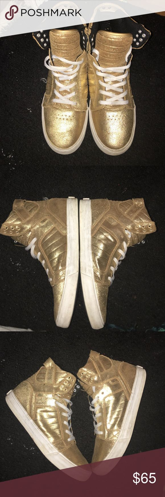 Supra Skytop (Rose Gold ) Supra Skytop (Gold ) for sale, I purchased these 2 years ago however after about 3-4 wears they fell out of rotation and have been sitting for a while. I am looking to clean out my closet and get rid of them. Size 9.5 (men) ,fit true to size , very minor scuffing from walking , mid sole needs to be wiped down a bit , not original laces, the pictures don't have insole however I still believe I have the original insoles no box however.  Any other questions feel free…