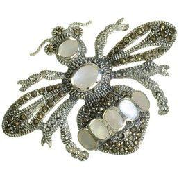 Brosa mare vintage - bijuterie din argint 925 cu marcasite si sidef. http://www.argintarie.ro/Brosa-din-argint-cu-marcasite-si-sidef-albina-p-16503-c-359-p.html