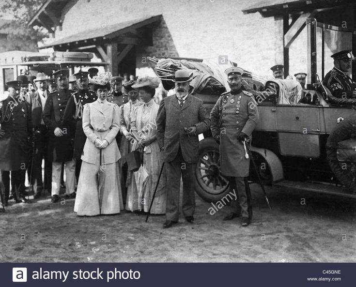 Download this stock image: William II., Edward VII., Maria of Russia and Alice von Battenberg at Saalburg, 1906 - C45GNE from Alamy's library of millions of high resolution stock photos, illustrations and vectors.
