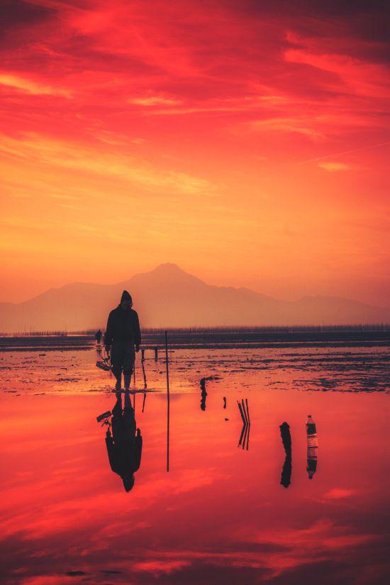 【ドラマチック】スペイン人写真家が撮影した、日本最大の干潟「朱色に染まる有明海」に永遠を感じる