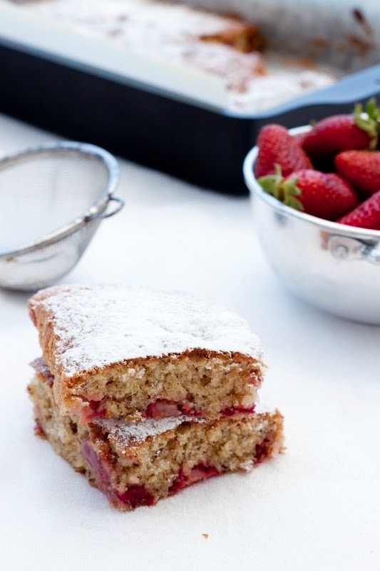strawberry and almond cake