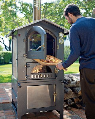 Wood-fired outdoor oven... Wouldn't it just be great to have one of these?
