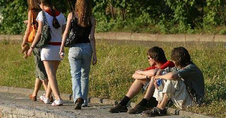 Presión arterial normal para un adolescente entre 13-15 años. Los adolescentes deben llevar un registro de sus valores de presión arterial, ya que este es un aspecto importante de la medicina preventiva. Los adolescentes de entre 13 y 15 años de edad están pasando por muchos cambios en el cuerpo, y la detección de señales de alerta temprana los ayudarán a manejar su salud más adelante en la vida.