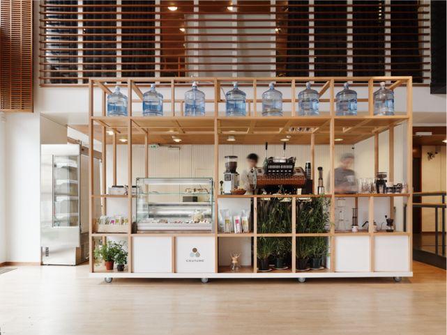 La reestructuración del instituto finlandés de París ofreció a Cut architectures  la oportunidad de proyectar una cafetería como rincón per...