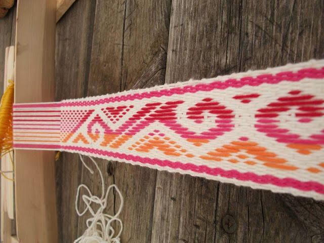 El Taleret, a workshop in Spain which teaches Mapuche weaving.