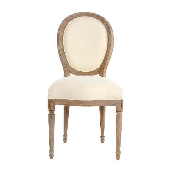 UNA SILLA DE LÍNEAS SUAVES Así es el modelo Valdemar, que recrea las formas clásicas (380 €). A la venta en Becara.